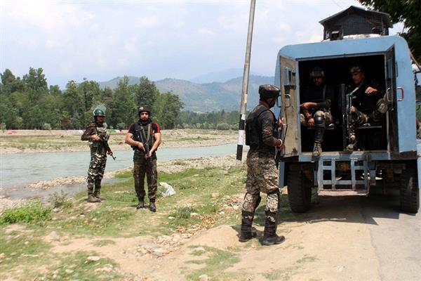 Militants attack CRPF troopers in Mattan
