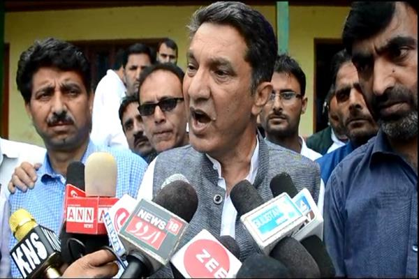 Resolve demands of teachers by July 27 or face protests at Zonal headquarters on July 28: Qayoom Wani tells Govt