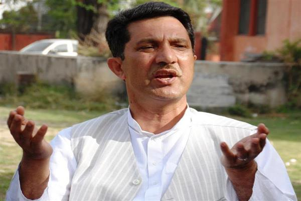 Delay in resolving 7th pay commission, salary issues of teachers unacceptable: Qayoom Wani