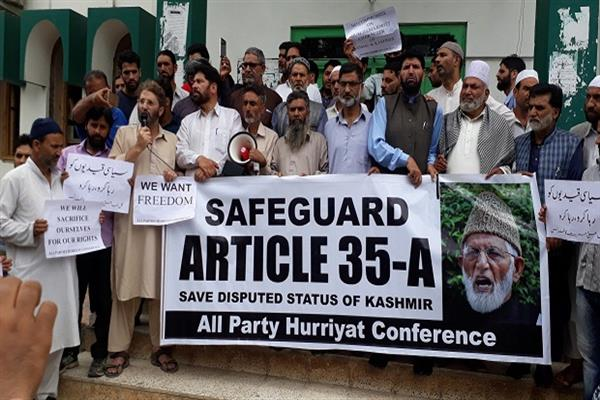 Hurriyat (G) takes out protest march against fiddling with Art 35-A, plight of detunes