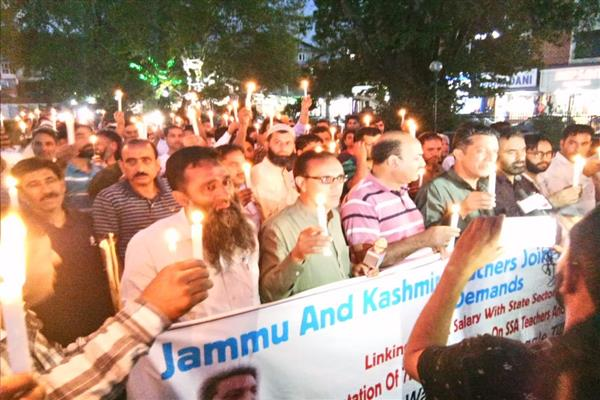 Police foils candle light march of TJAC, Qayoom Wani, other leaders arrested