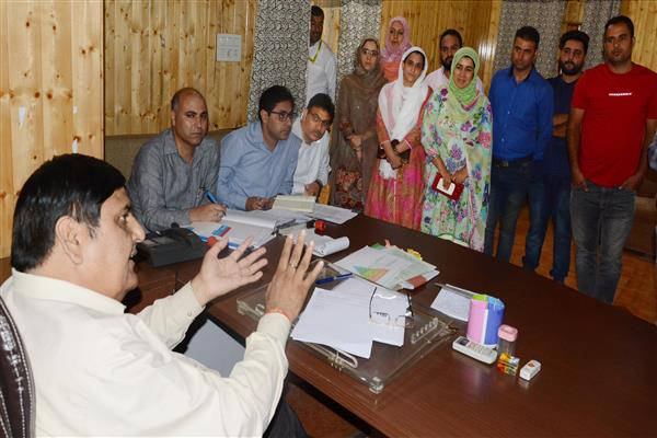 Vyas hears public grievances at Srinagar