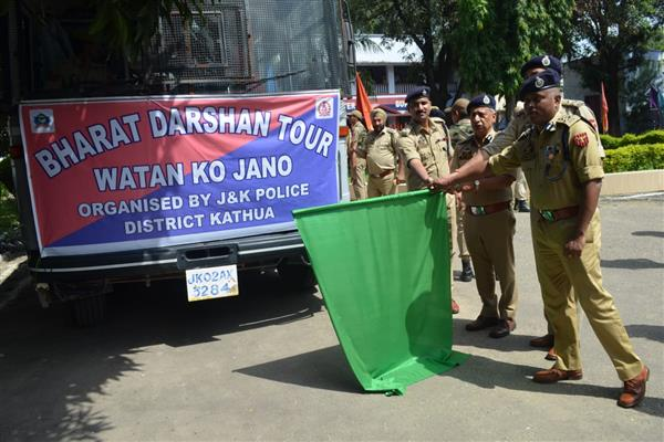 DGP flags off Kathua students for Bharat Darshan tour