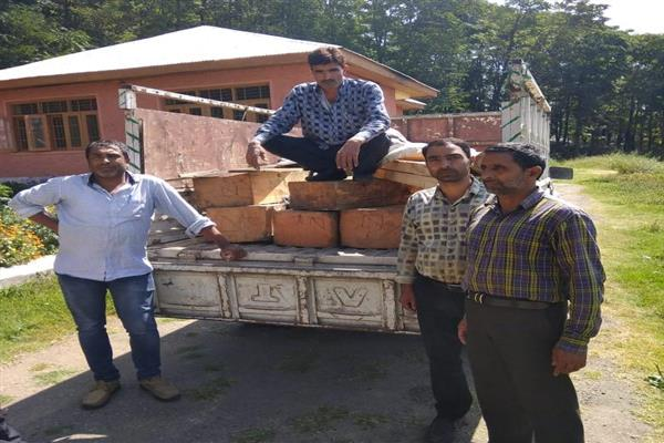 Vehicle carrying illegal timber seized in Bandipora