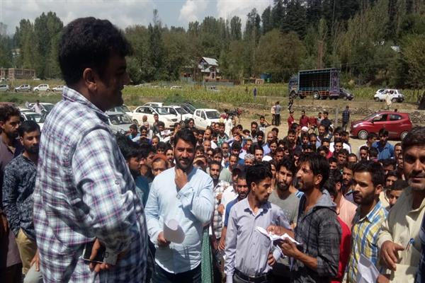 ARTO Kupwara holds interactive session with people seeking driving licenses