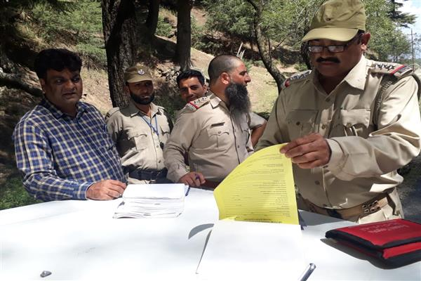 ARTO Kupwara's checking squad retains 18 route permits for suspension