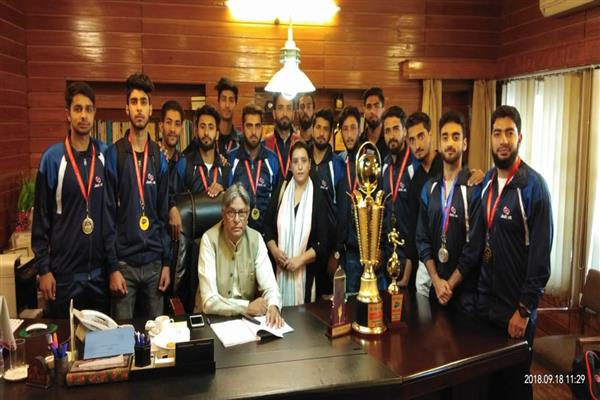 KU VC felicitates IOT Zakura campus contingent for brilliant performance at National Level Inter-Engineering Sports meet