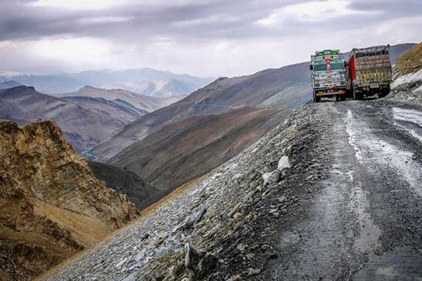 No traffic on Leh-Manali road for next 48-hours: Div Com