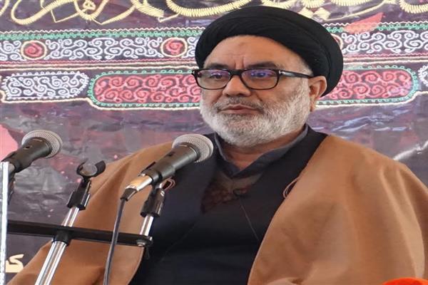 Aga Hasan Pays Tributes To Manan Wani