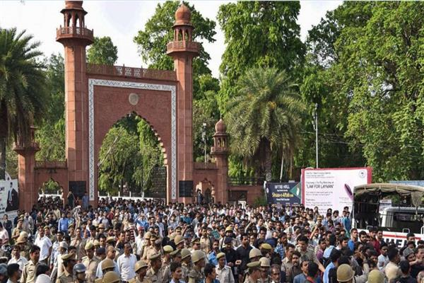 AMU Issue: Governor speaks to Javadekar, Prof Tariq