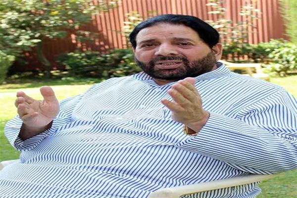 Hakeem Yaseen condemns thrashing of journalist at Fatehkadal