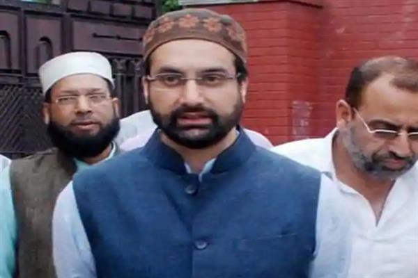 Mirwaiz pays tributes to Bijbehara martyrs on their 25th anniversary