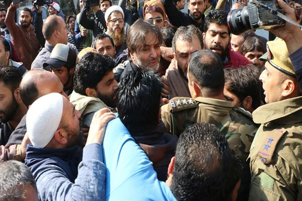 Yasin Malik leads protest rally, detained along with others