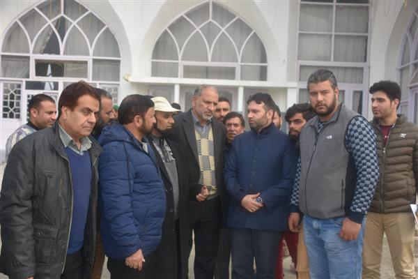 Dy Mayor visits Dargah Hazratbal shrine