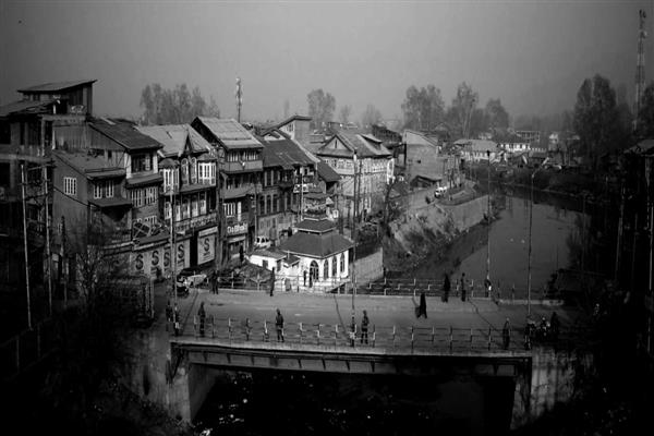 SSP Srinagar to appear in person before SHRC over Gow Kadal massacre