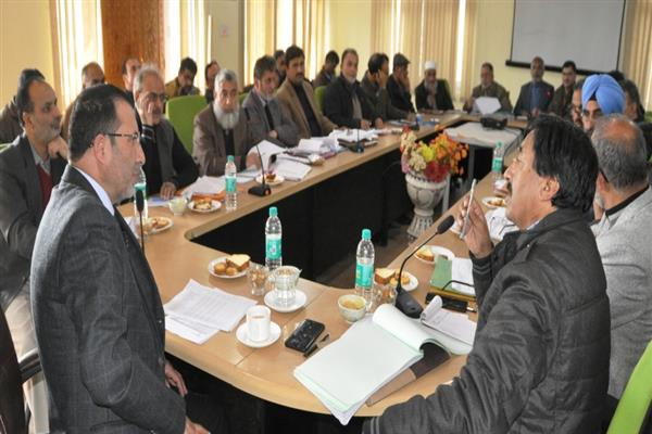 Complete new water supply projects in South Kashmir within 18 months: Secretary PHE