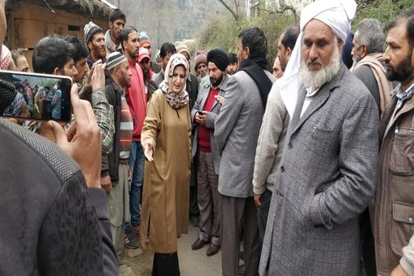 Ex-MLC Shahnaz Ganai thanks Guv, Advisor (K) for airlifting injured from Poonch to Jammu