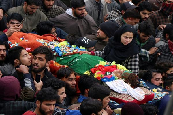 Thousands participate in funeral prayers of slain teenage militants