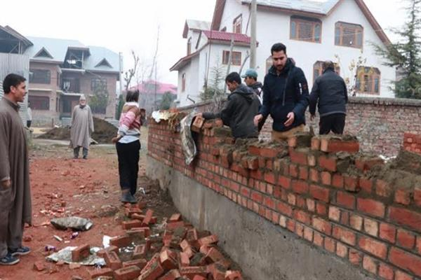 LAWDA demolishes illegal structures in Srinagar areas