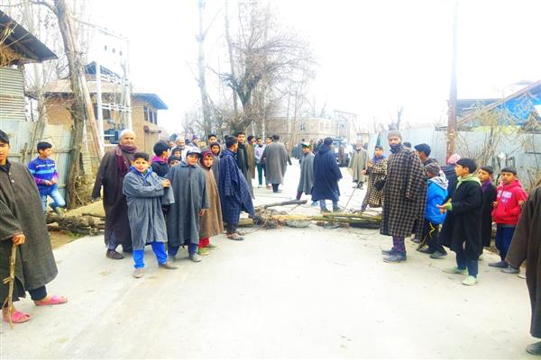 Unknown persons damage Masjid in Rafiabad, locals protest