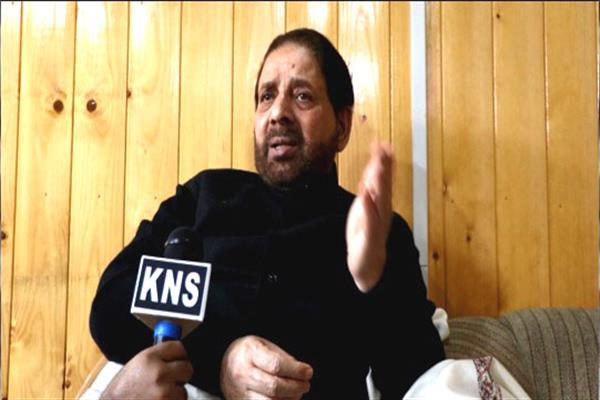 Hakeem Yaseen asks Panchs, Sarpanchs to serve people up to their expectations