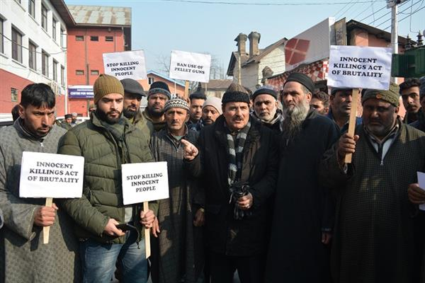 NC's Mubarak Gul leads protest in Srinagar, says 'Shehr-e-Khaas ignored on all fronts'