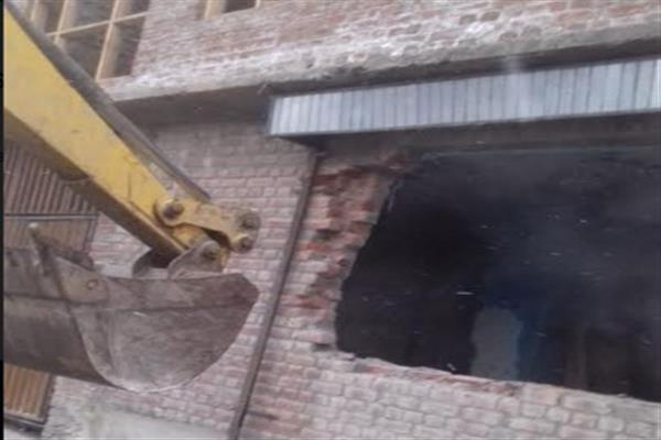 SDA's Enforcement Wing removes illegal shutters in Bemina Srinagar