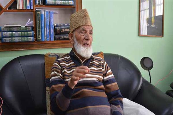 Geelani pays tributes to militants killed in Budgam, Shopian encounters