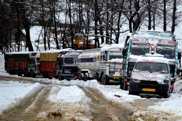 Day 4: Srinagar-Jammu highway closed for traffic