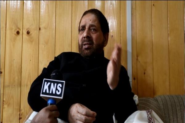 Hakeem Yaseen urges Governor to fulfill demands of Forest, NHM, Anganwadi workers