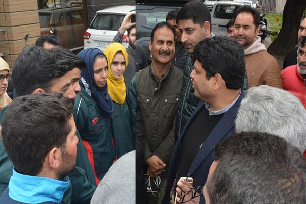 Sarmad Hafeez flags-off student skiers to Manali