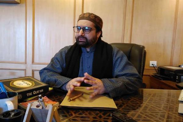 Mirwaiz expresses condolences with KNS editor on his father's demise