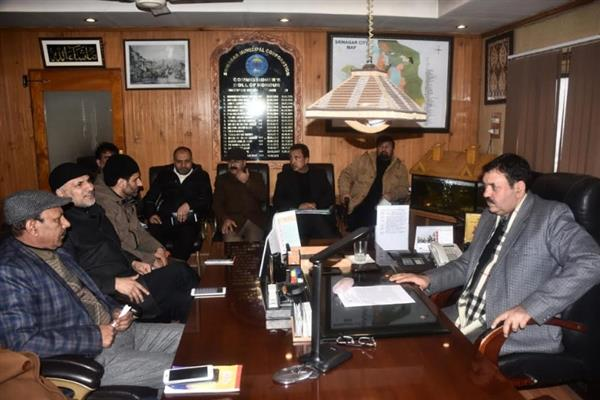 SMC Commissioner holds meeting with senior officers