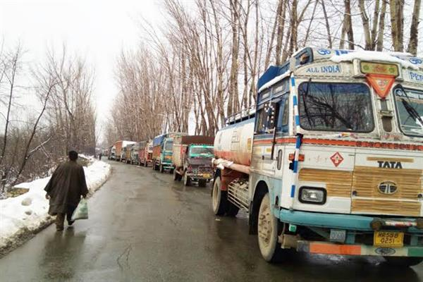 One-way traffic allowed on Kashmir highway