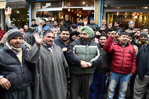 Sikhs, Pandits protest against attacks on Kashmiris outside Valley