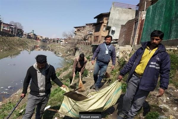 SMC conducts sanitation drive from DC office Srinagar