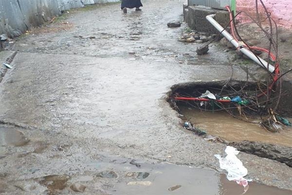 Culvert damaged by rains, snow leaves huge population of Hangah Langate disconnected