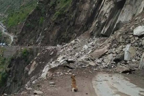 Landslide hits to death two travelers in Doda district