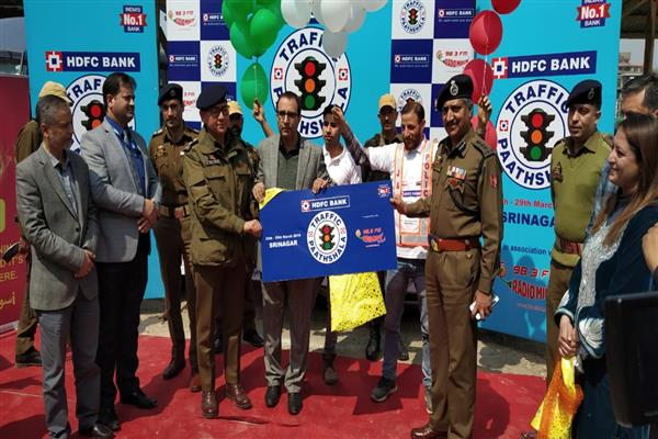 Traffic Police City Srinagar, 98.3 Radio Mirchi organize awareness program