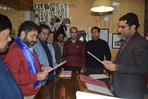 LS polls: PC's Irfan files nomination papers for Srinagar constituency