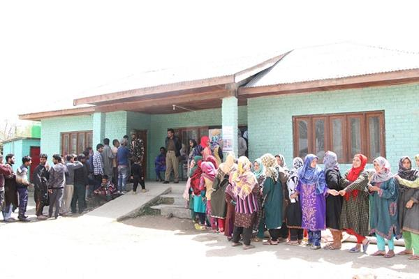 Voters' enthusiasm marks first phase of polling in J&K