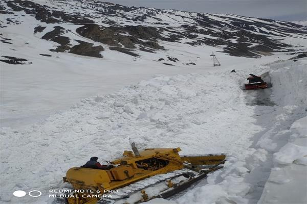 Snow clearance operation completes on Sgr-Leh highway: BRO