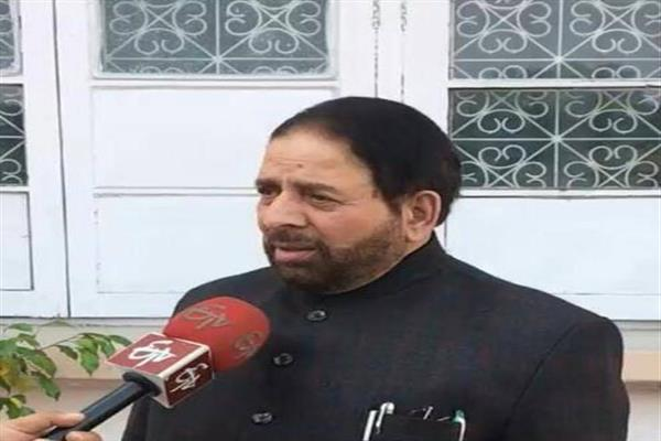 Hakeem Yaseen ridicules political parties for neglecting real public issues