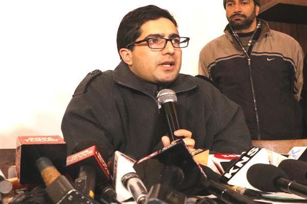 Shah Faesal demands fair compensation, rehabilitation to Ring road, Transmission Line affected farmers