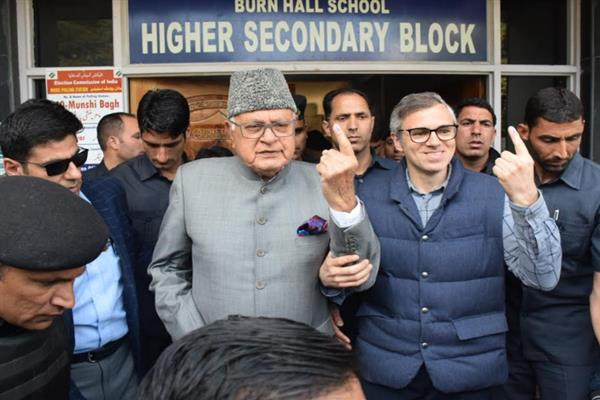 Farooq, Omar cast votes at Sonawar polling booth