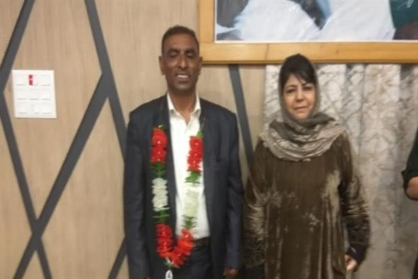 Congress, BJP leaders join PDP, Mehbooba welcomes them into party fold