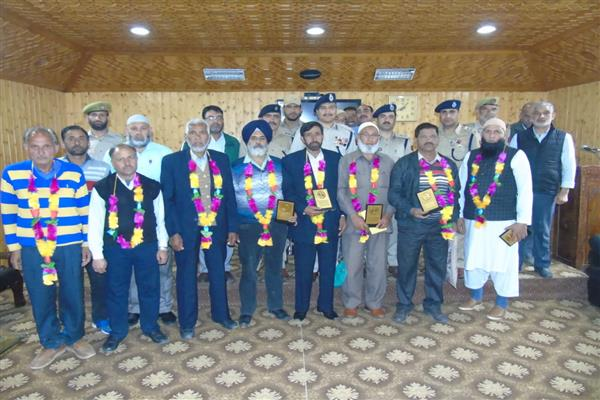 SSP Srinagar hosts farewell function for superannuating officers, officials