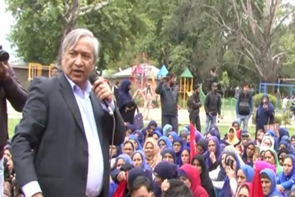 To mark 'Int'l Labour Day', Tarigami leads rally in Srinagar