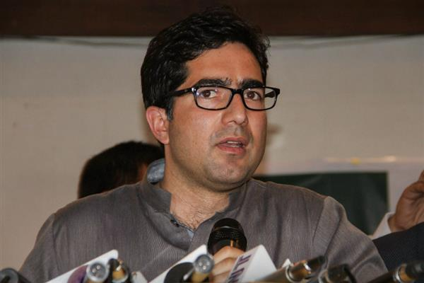 Shah Faesal calls on Governor Malik