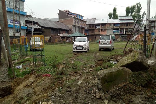 Kupwara residents fumes over administration for turning Public Park into car parking